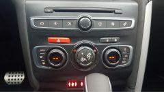 Il climatizzatore automatico bizona e i pulsanti per comandare l'infotainment - DS4 Performance Line