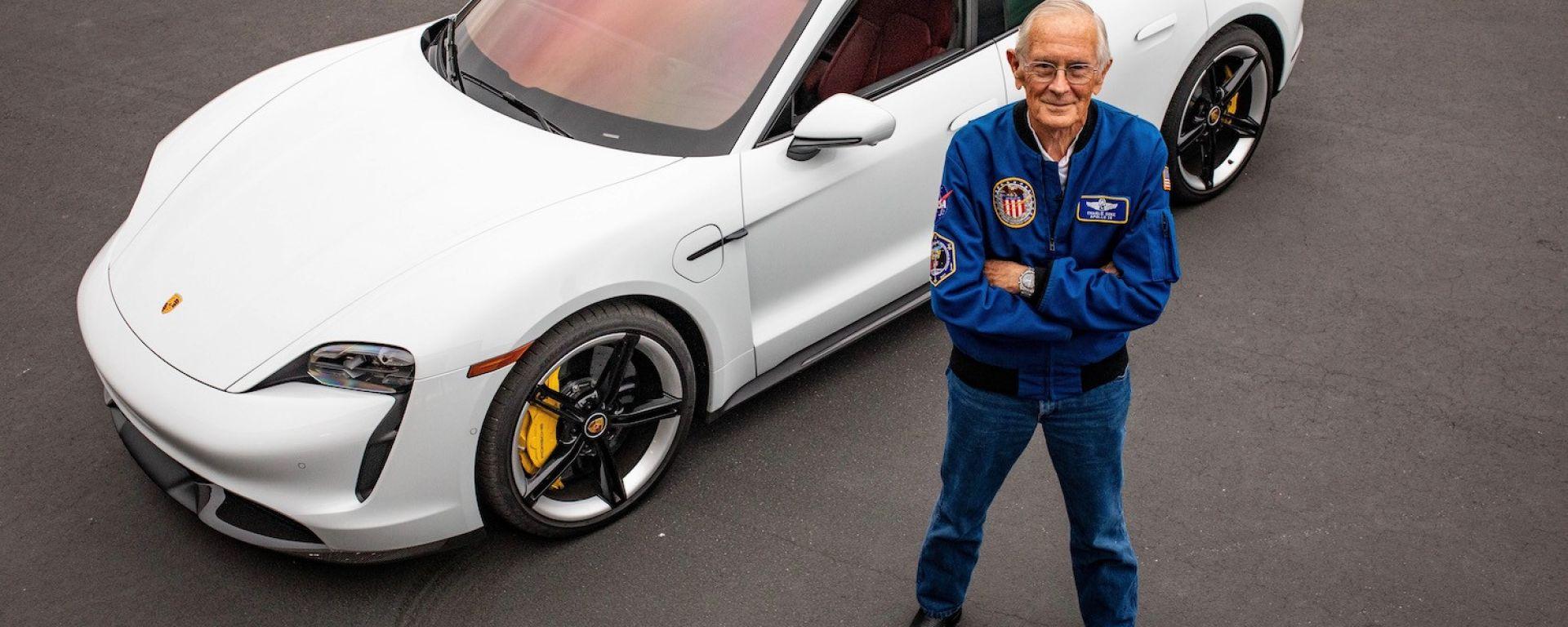 Il comandante Charlie Duke di Apollo 16 e Porsche Taycan