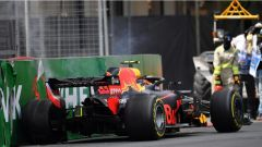 Il crash di Verstappen sul tracciato di Baku