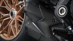 Il doppio scarico in carbonio della Ducati Diavel 1260 Lamborghini