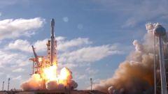 Una Tesla Roadster nello spazio con Falcon Heavy di SpaceX - Immagine: 8