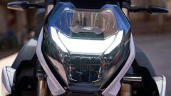 Il faro anteriore a LED della BMW S 1000 R 2021 con funzione Headlight Pro