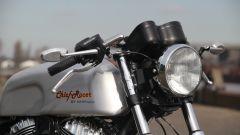 Il faro tondo della special Chief Racer, la cafè racer su base Indan Chief, è prelevato da una BMW