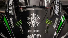 Il fiocco di neve ricorda che si tratta della Kawasaki ZX-10R 2016 usata da Jonny Rea nei winter test