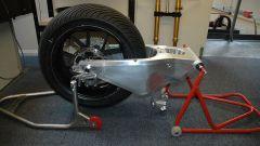 Il forcellone della replica CRT realizzata da Dr Moto è un blocco di alluminio lavorato