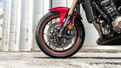 Il freno anteriore della Honda CB650R 2021