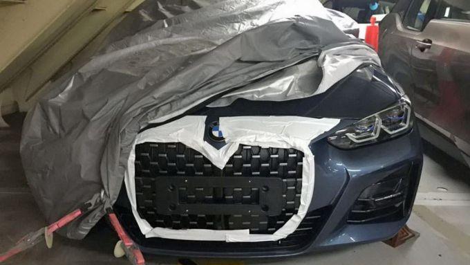 Il frontale della futura BMW Serie 4 Coupé in una foto ''rubata''