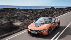 Il geniale video di BMW per la pensione del CEO di Mercedes BMW i8 Roadster fronte