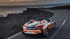 Il geniale video di BMW per la pensione del CEO di Mercedes BMW i8 Roadster