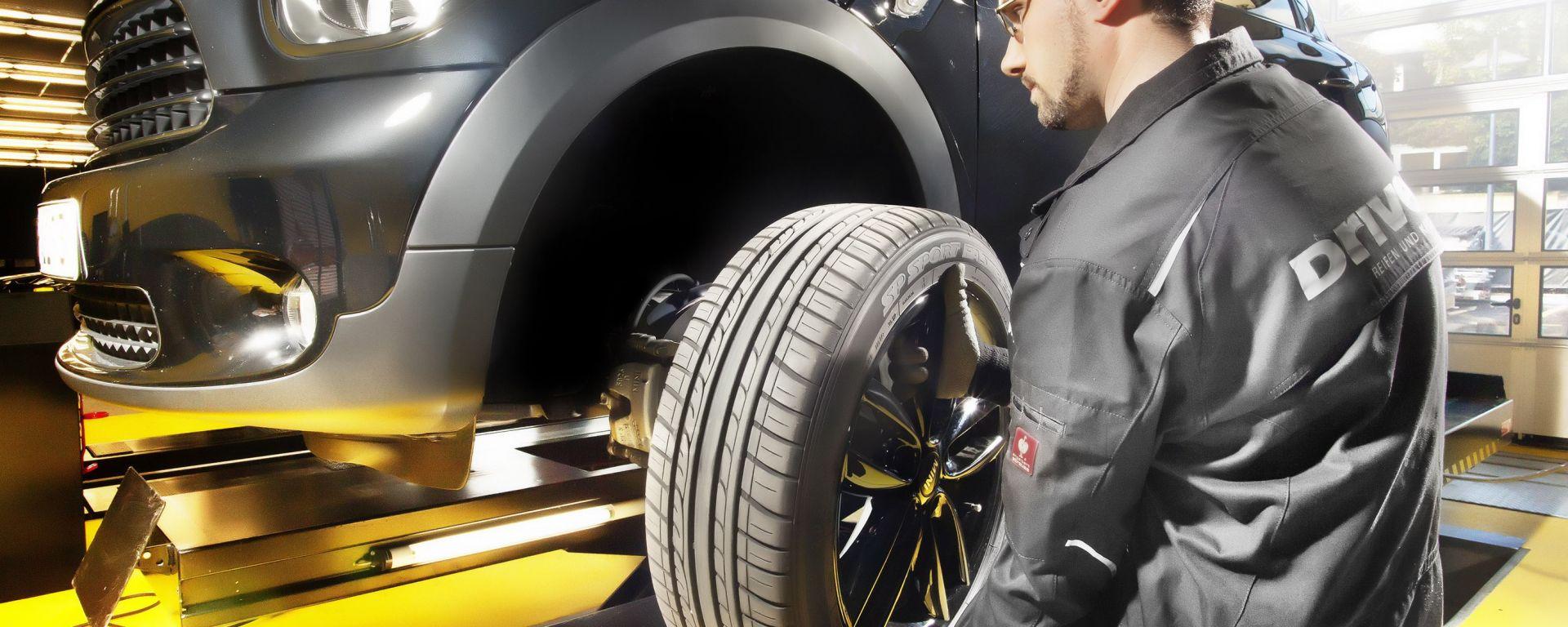 Come gonfiare correttamente i pneumatici. L' azoto serve davvero?