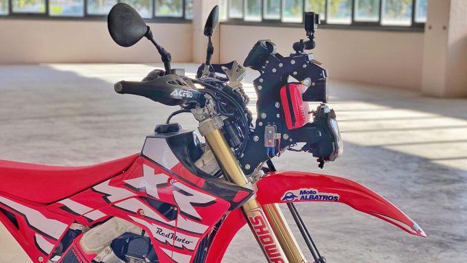 Il kit Adventure Sports dedicato alla Honda CRF450L presenta un vano dedicato al kit di primo soccorso