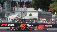 Il momento del contatto a Silverstone tra Sebastian Vettel (Ferrari) e Max Verstappen (Red Bull)