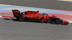 Il monegasco Leclerc impegnato al volante della Ferrari SF90 in Bahrain