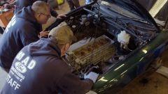 Il monoblocco del Connaught V10 sotto al cofano della Mazda MX-5