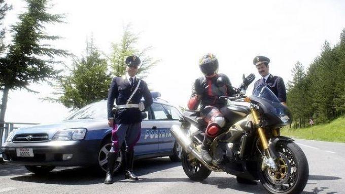 Il motociclista e il poliziotto