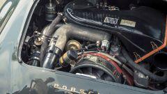 Il motore della Porsche 911 Turbo 930 nel vano motore della Porsche 356