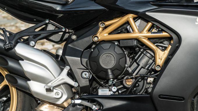 Il motore tre cilindri della MV Agusta Superveloce 800