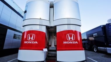 Il motorhome Honda nel paddock della F1