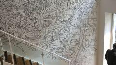 Il murales all'ingresso del negozio Tucano Urbano di Milano