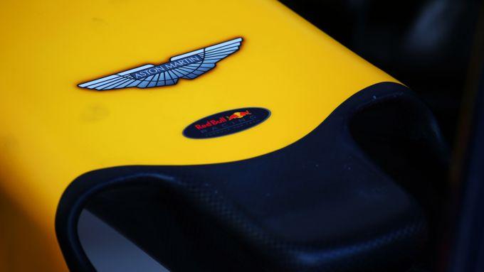 Il musetto di una Red Bull Racing con logo Aston Martin