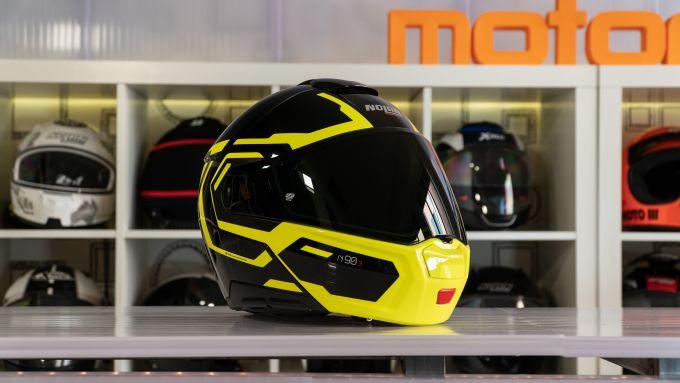 il Nolan N90-3 è un casco modulare con doppia omologazione P/J