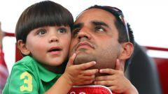 Il piccolo Sebastian con il padre Juan Pablo Montoya