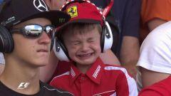 Il piccolo Tomàs che piange