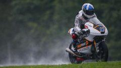Il pilota britannico John McPhee in sella alla Moto3 Peugeot