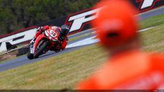 Il pilota Yamaha Sylvain Guintoli il più veloce nelle libere - Immagine: 13