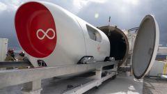 Il pod XP-2 di Virgin Hyperloop si prepara ad entrare nel tunnel sottovuoto