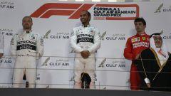 Il podio del Gp Bahrain 2019: Hamilton davanti a Bottas e Leclerc