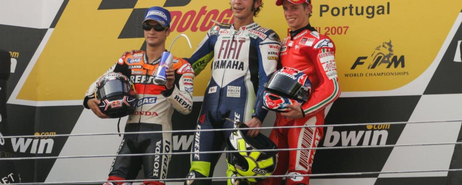 Il podio del GP del Portogallo 2007 con Dani Pedrosa (Honda), Valentino Rossi (Yamaha) e Casey Stoner (Ducati)