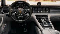 Il Porsche Connect della nuova Panamera domina la plancia con uno schermo da 12.3''