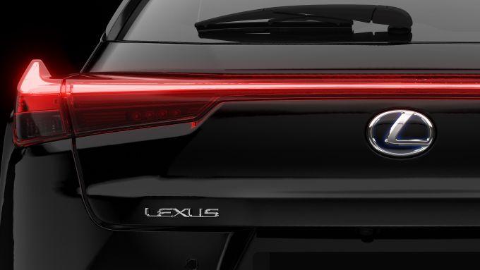 Il posteriore della Lexus UX Midnight Edition Hybrid