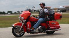 Il record di guida senza mani su una moto è stato fatto a bordo di due Harley-Davidson Electra Glide