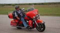 Il record di guida senza mani su una moto