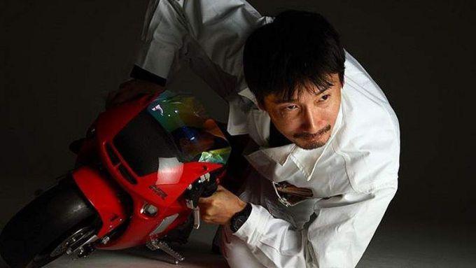 Il responsabile del progetto, Koji Yanaguna, in sella alla sua creatura