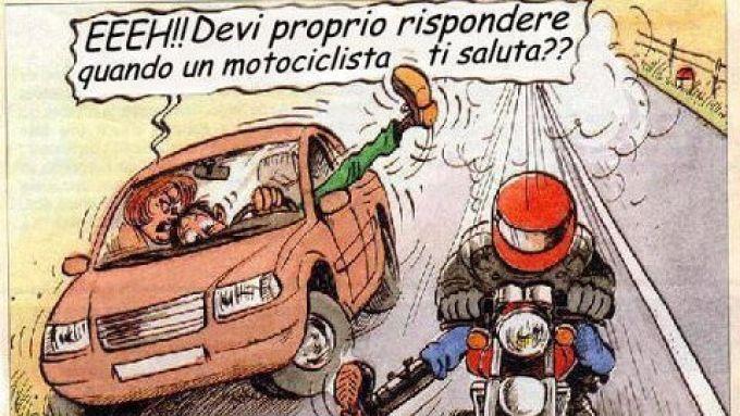 Il saluto tra motociclisti