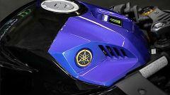 Il serbatoio della Yamaha YZF-R3 Monster Energy MotoGP Edition 2020