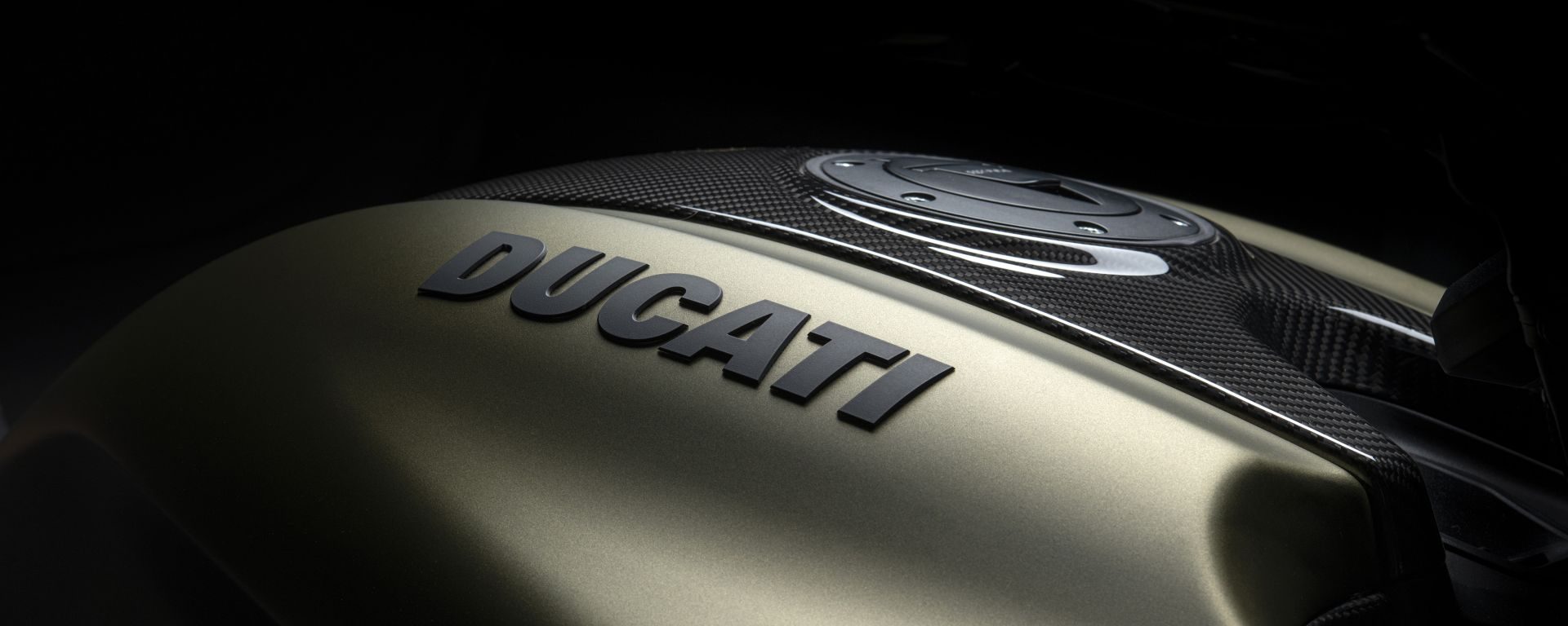 Il serbatoio Ducati Diavel 1260 Lamborghini