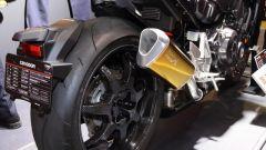 Il silenziatore realizzato da Yamamoto Racing ha la finitura anodizzata di colore oro