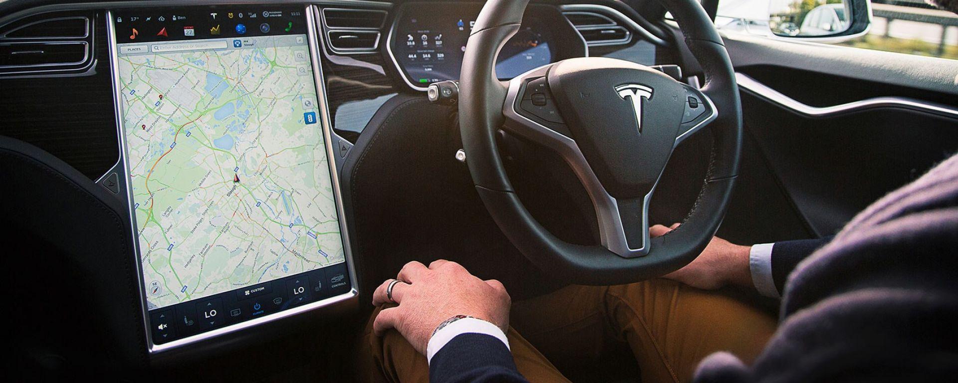 Il sistema Autopilot di Tesla
