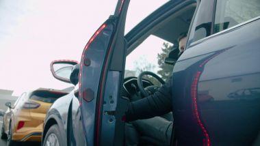 Il sistema di Exit Warning di Ford con i LED lungo la portiera