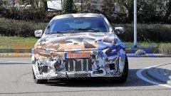 Il SUV Ferrari Purosangue, il frontale del muletto, ancora vestito da Maserati Levante