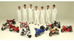 Il team di Koji Yanaguna con gli esemplari realizzati fino a questo momento