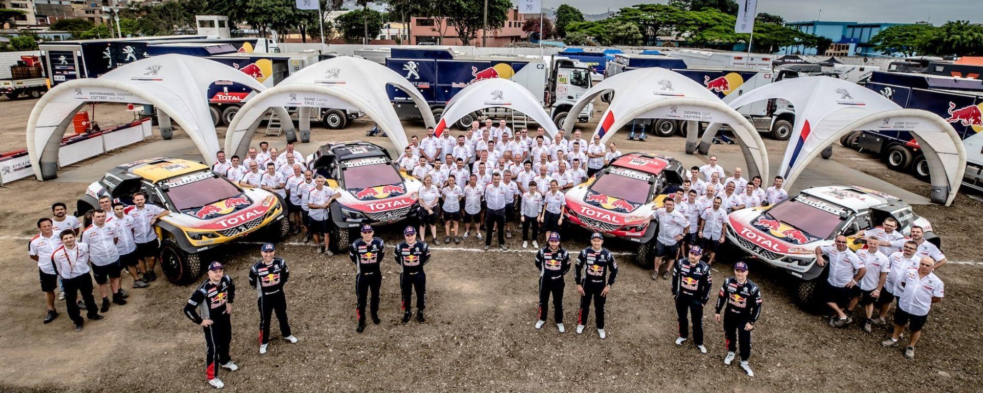Il team Peugeot Sport Total al completo