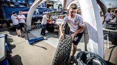 Il team Peugeot Sport Total al lavoro - Silk Way Rally 2017, Giorno 11