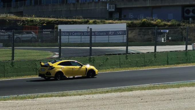 Il test in pista della Honda Civic Type R Limited Edition