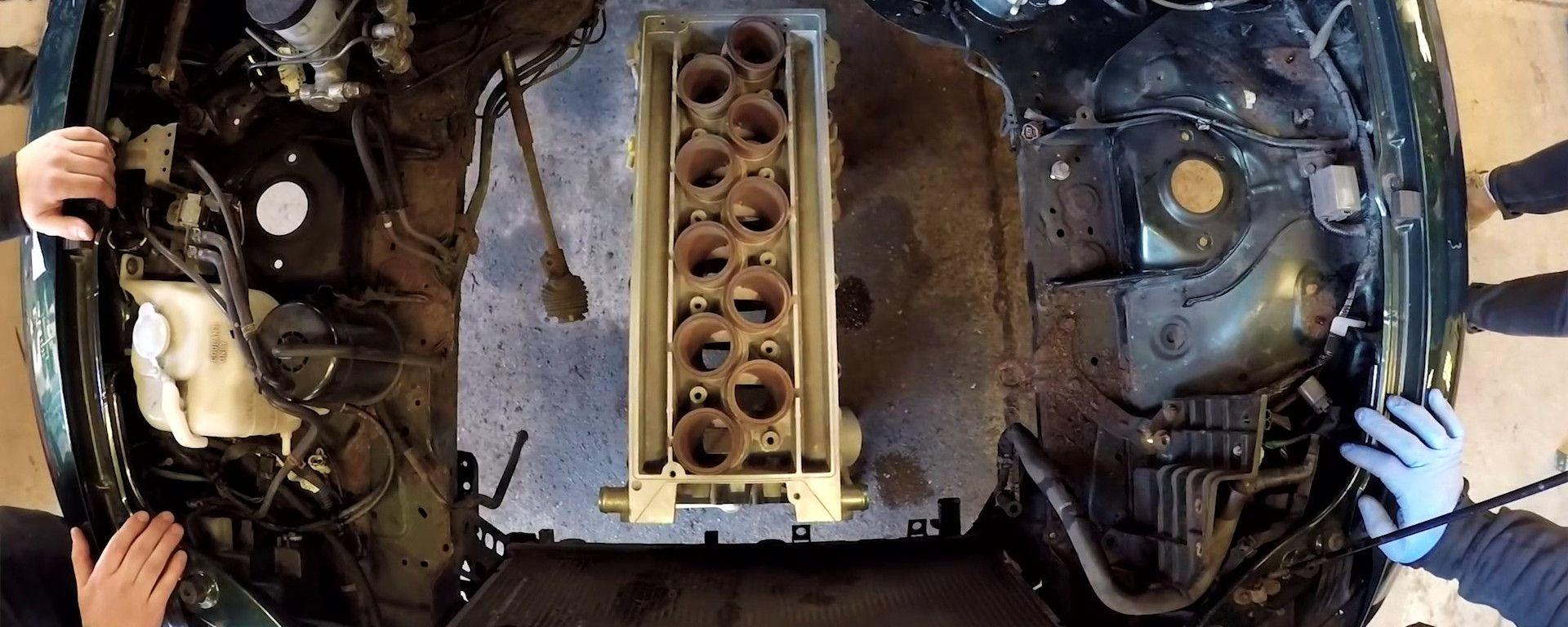 Il V10 Connaught entra nel vano motore della Mazda MX-5