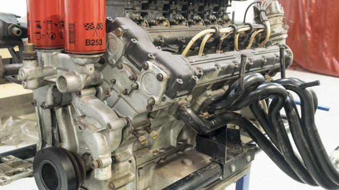 Il V12 da 4,4 litri della Ferrari 365 GTB/4 Daytona messa all'asta
